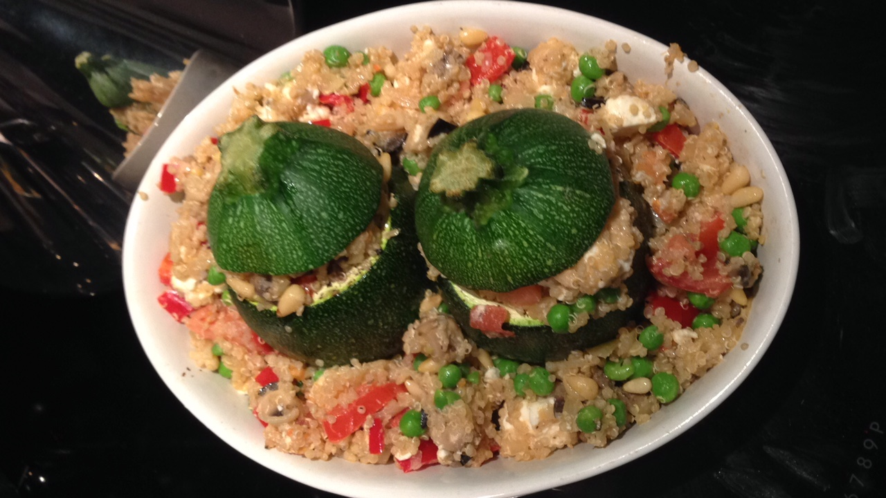 Zucchinis filled with vegetables and quinoa