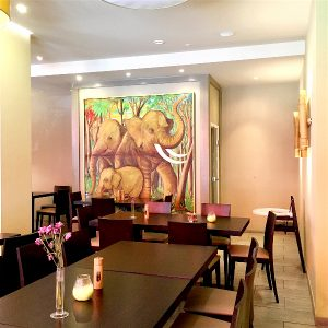 Food-Explorers-Restaurant-Pick-SJ-South-Indian-Mannheim-Dining-Area
