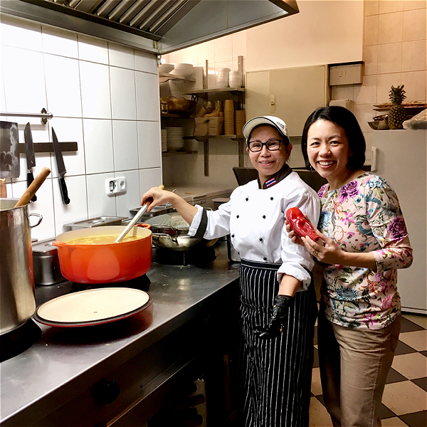 Food-Explorers-Dinner-Expedition-Bangkok-Street-Food-Osha-Thai-Speyer-1