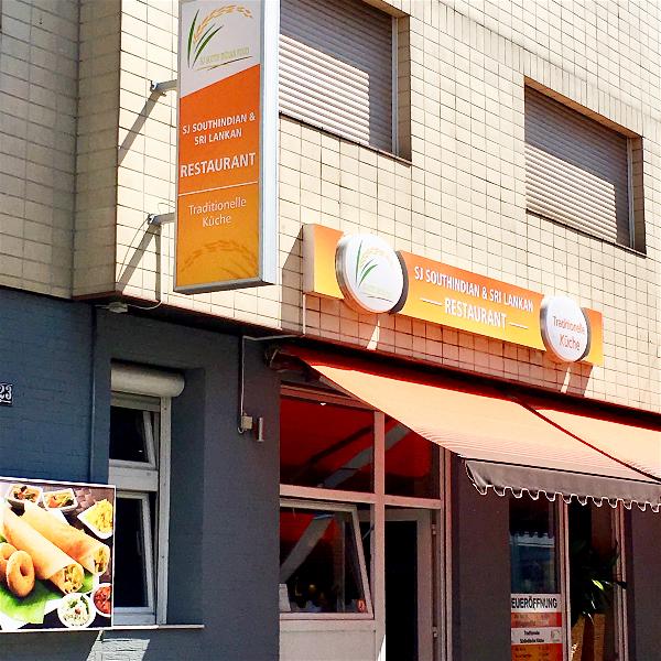 Food-Explorers-Restaurant-Pick-SJ-South-Indian-Mannheim-Entrance