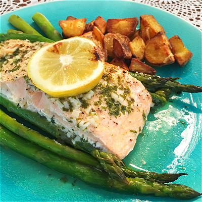 Food-Explorers-Cook-and-Lunch-Recipe-Lemon-Garlic-Salmon-Asparagus